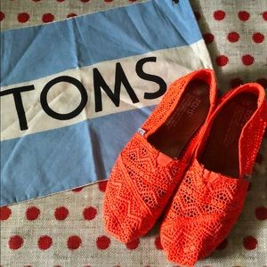 Toms Neon Orange! Size 7!